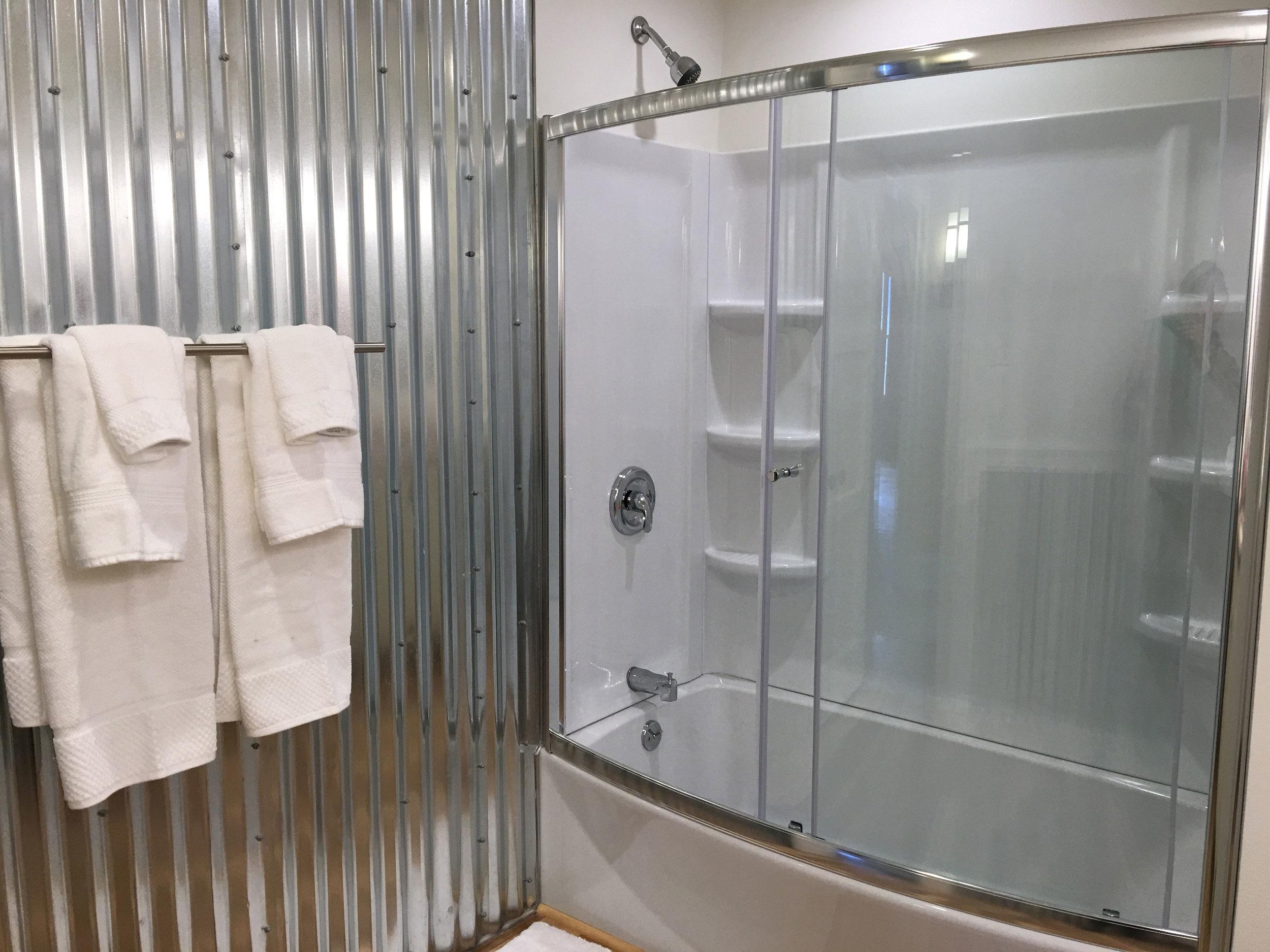 Hall-Bathroom-4.jpg