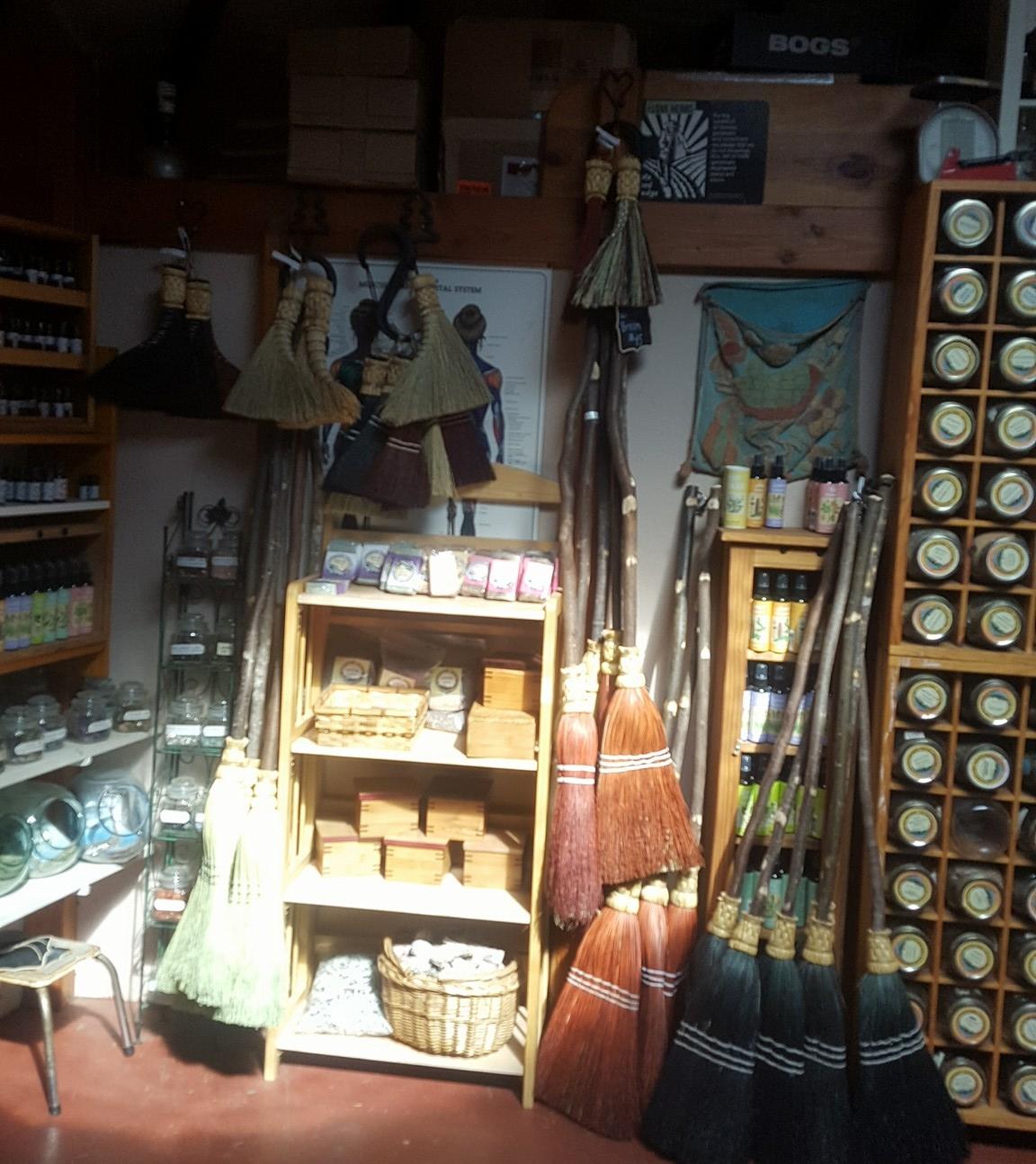 Denise Joy - Dried herbs, teas, tinctures, elixers and oilshttps://www.mountainspiritherbals.com/