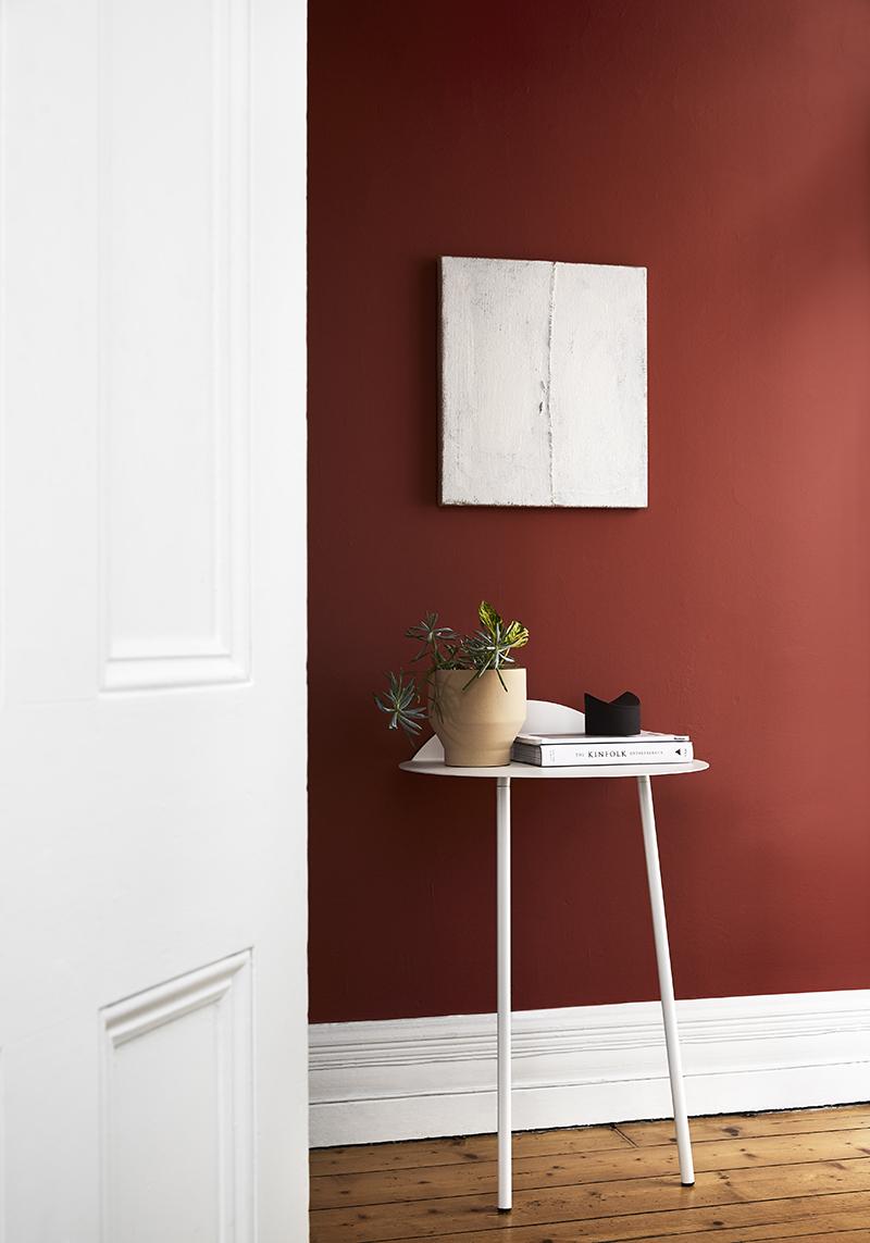 Eleanor Louise Butt's 'Painted Hession Walls' available at The Apartment. Photo –  Tess Kelly , interior –  Sisällä .