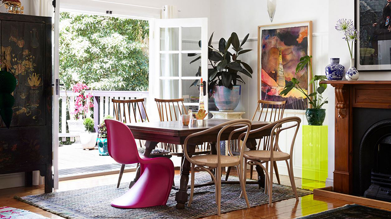 This dining area, belonging to artist Miranda Skoczek  tells me that time spent here is going to be fun! Photo –  Caitlin Mills . Production – Lucy Feagins / The Design Files.