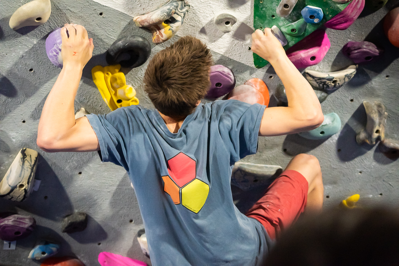 bouldering teenager