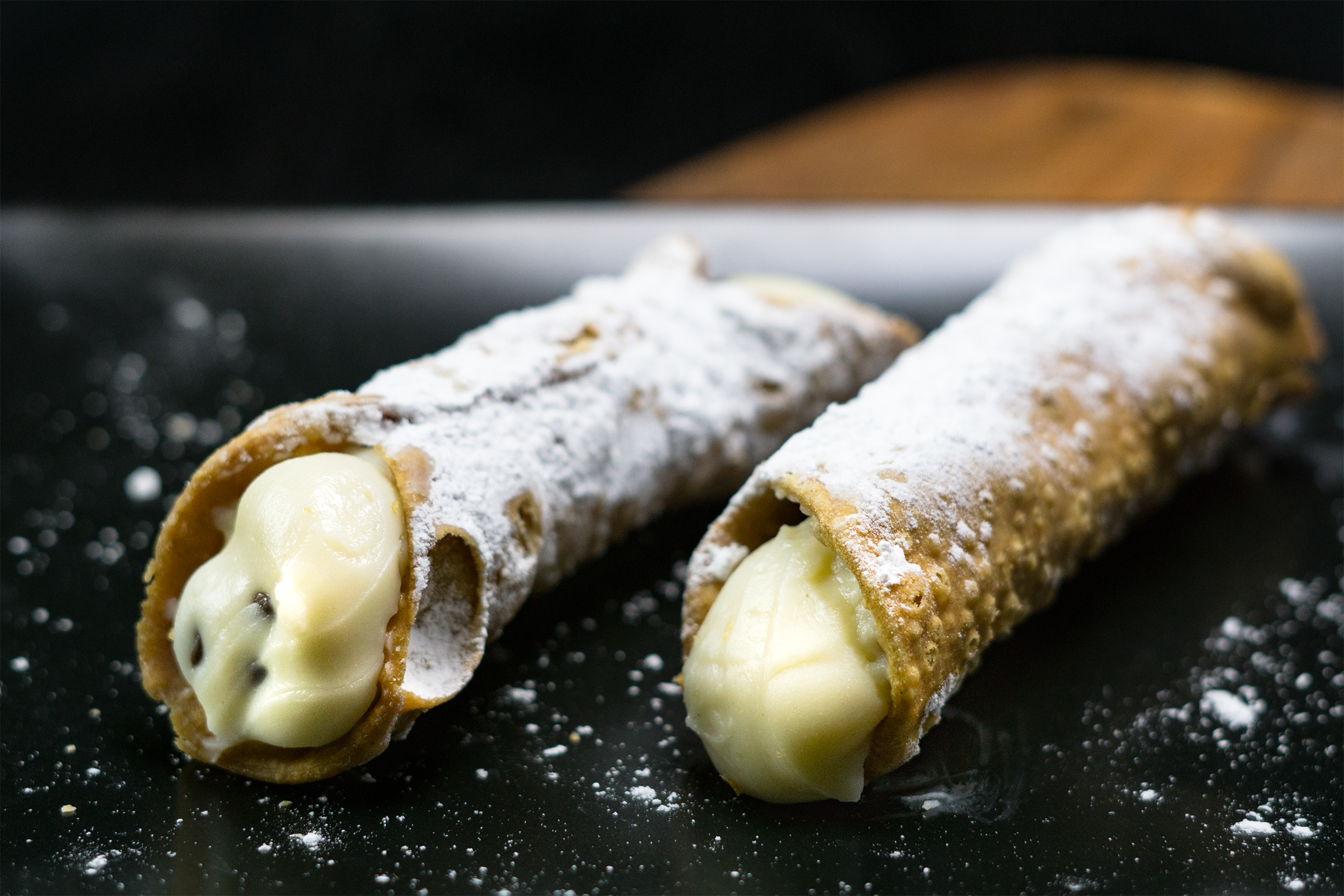 Homemade_Cannolis_81.jpg