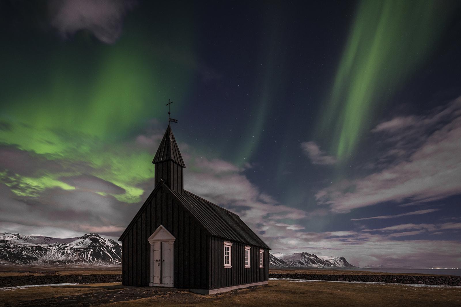 Buðir black church