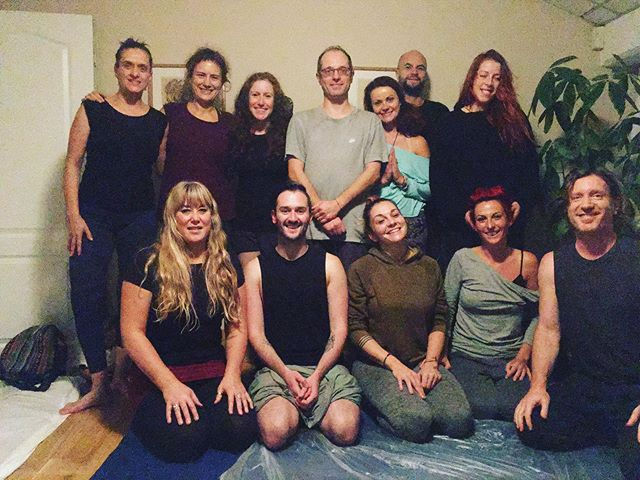 What a pleasure it is to share the information Kusum shared with me many years ago in Pune . These happy shiny people made it all the more fun in London this weekend ***Link in Bio***. Next AYM training coming up in November in Glastonbury this weekend #glastonburyfestival #glastonburytor #glastonburygoddesstemple  #ayurvedicyogamassage #massagetraininglondon #yogateacher #massagetraining #yogateachertraining #deeptissuemassage #assistedstretching #ayurvedicyogamassageinstitute #ayurvedicmassage #kusummodak #kusummodakmethod #massagetherapy #massagetherapist #iyengaryoga #iyengar #ayurvedatreatment #ayurvedatreatment #ayurveda #yogatherapy #wellness #cpd #remedialmassage #deeptissuemassage #holistichealing #energyvortex