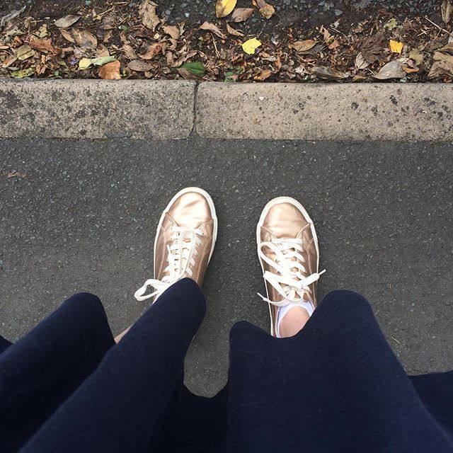 Neutral colours are great for a capsule wardrobe (which I definitely do not have, but am slo-o-o-wly working towards), but some days you just have to crack out the gold trainers to liven things up a bit 💃 I love these shoes. I found them in a charity shop and paid a bargain £5 even though they'd never been worn. #Streak4 of #TheGarmentStreak . . . #togetherstreet #Secondhandseptember  @oxfamgb