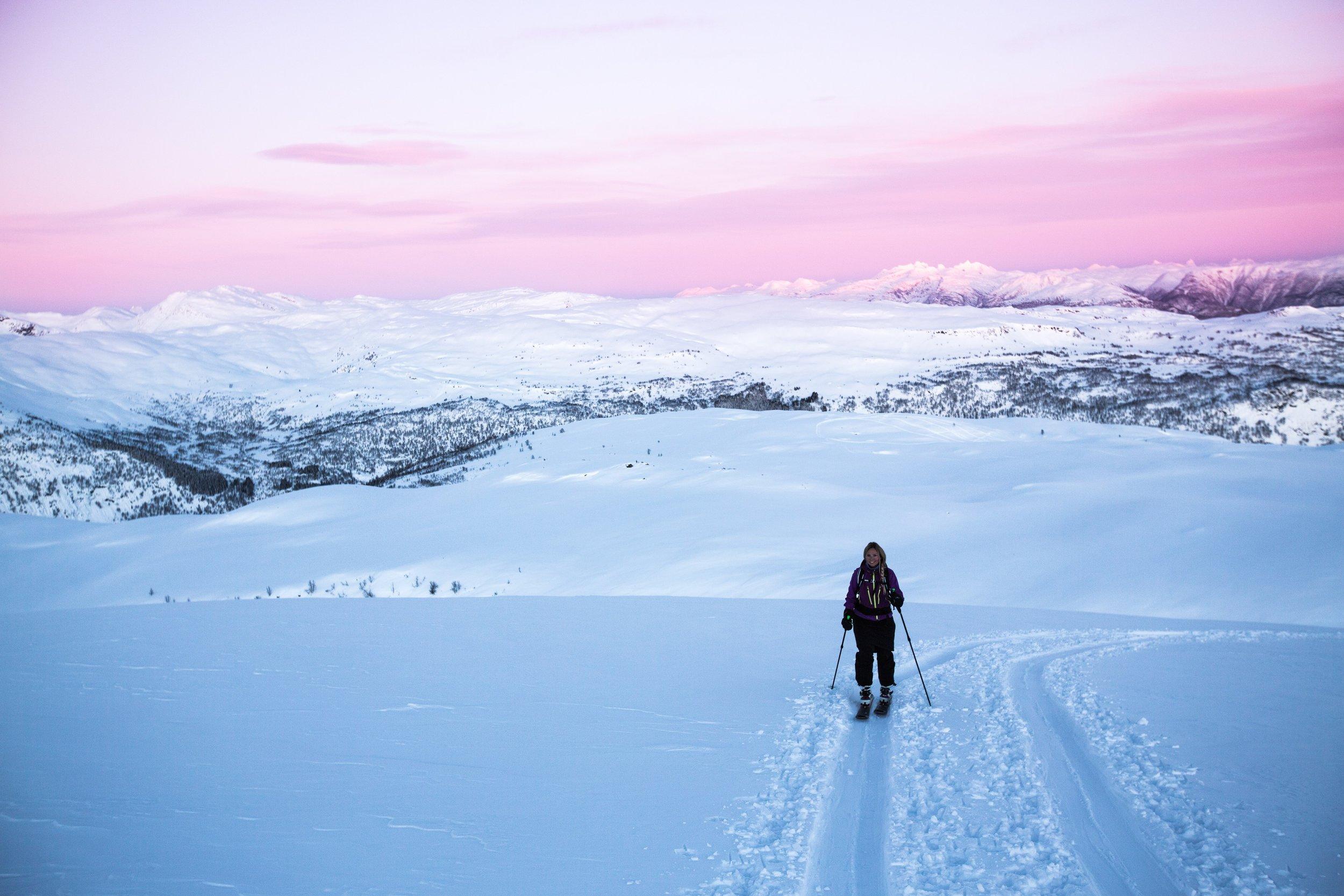Jobbe i Sogn? Lyst å stå på ski før og etter jobb? Det gjer vi i Sogn! FOTO: Tore F. Lie / Falkeblikk