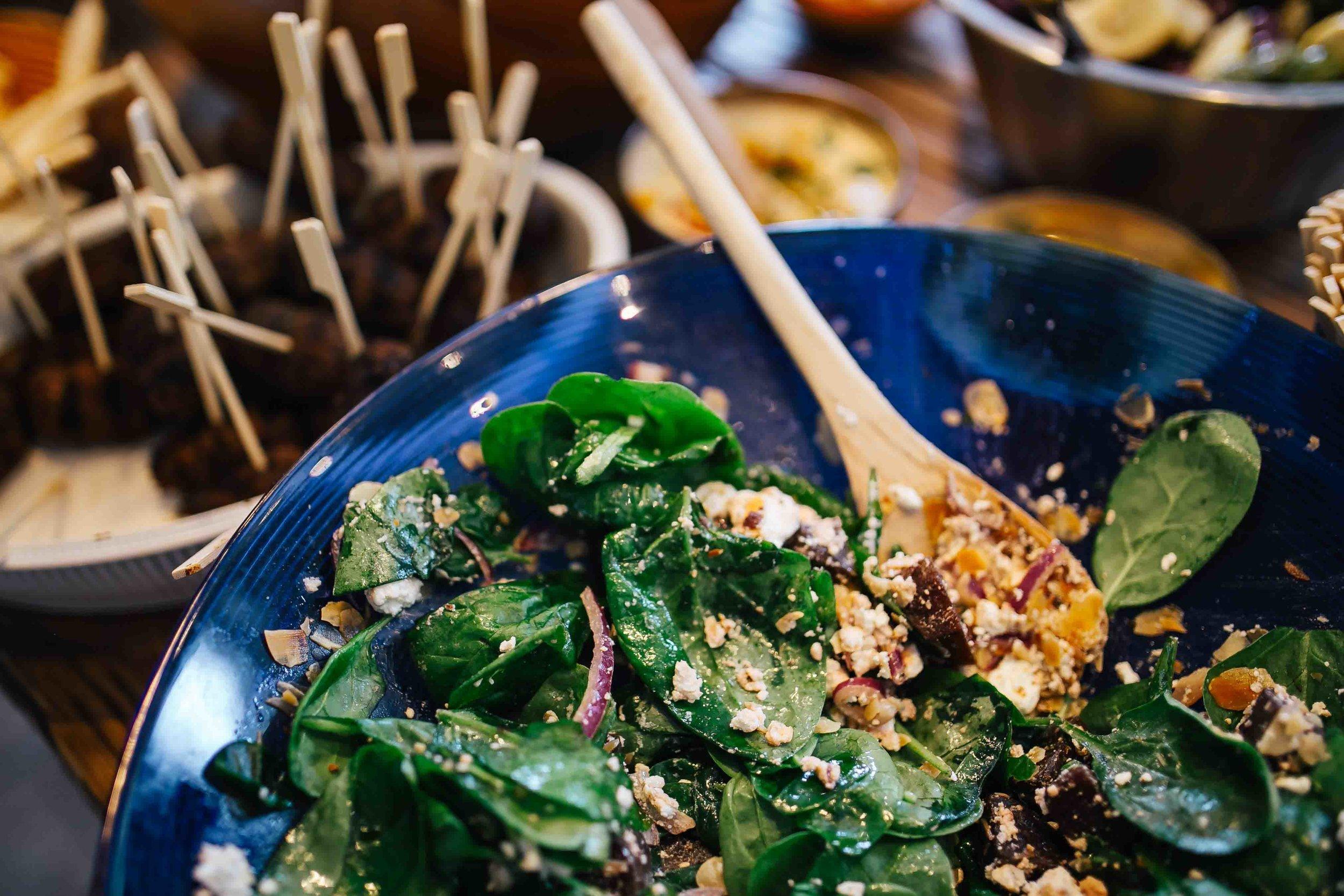 kaboompics_Salad with spinach.jpg