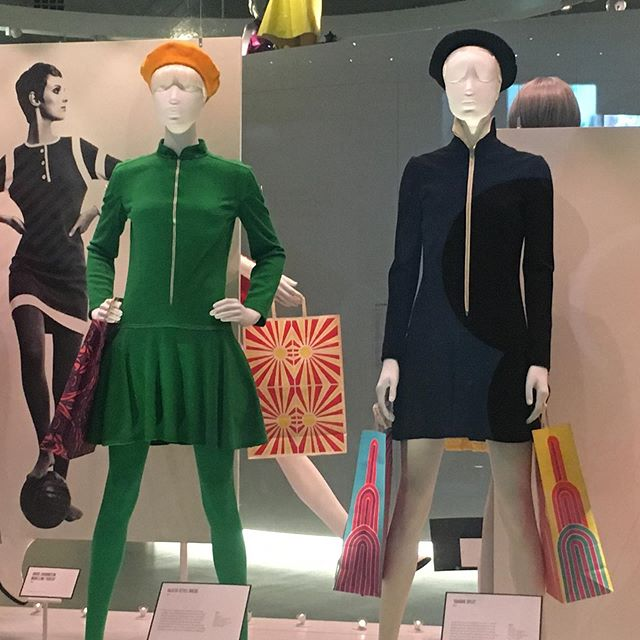 Loved the Mary Quant exhibition at the V&A, she was such a visionary and really shook the fashion world up with her designs and so many of them influence what we wear today. I thoroughly recommend going if you haven't been.👌💕 #fashioninfluencer #maryquant #stylistlondon #sixtiesfashion #visionarywomen