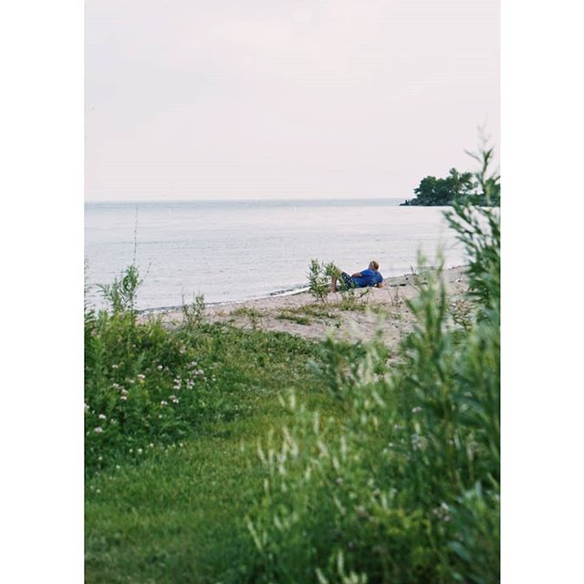 Long weekendd 💫  #chilling #lakeontario #scarboroughbluffs #humansoftoronto #exploringto #exploretocreate #wanderlust #artofvisuals #documentingreality #wanderingfilmmakers #wfdaily