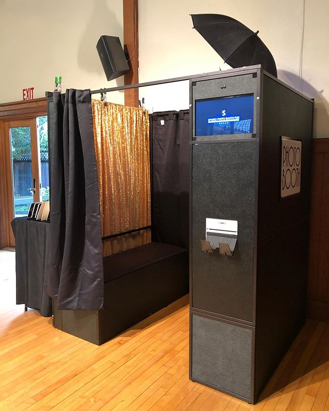 Enclosed booth for tonight's reception.  #sparksphotoboothfun #photobooth #enclosedphotobooth #photoboothprops #bayareaphotobooth #bayareaphotoboothrentals #sonomawomensclub #sonoma #events