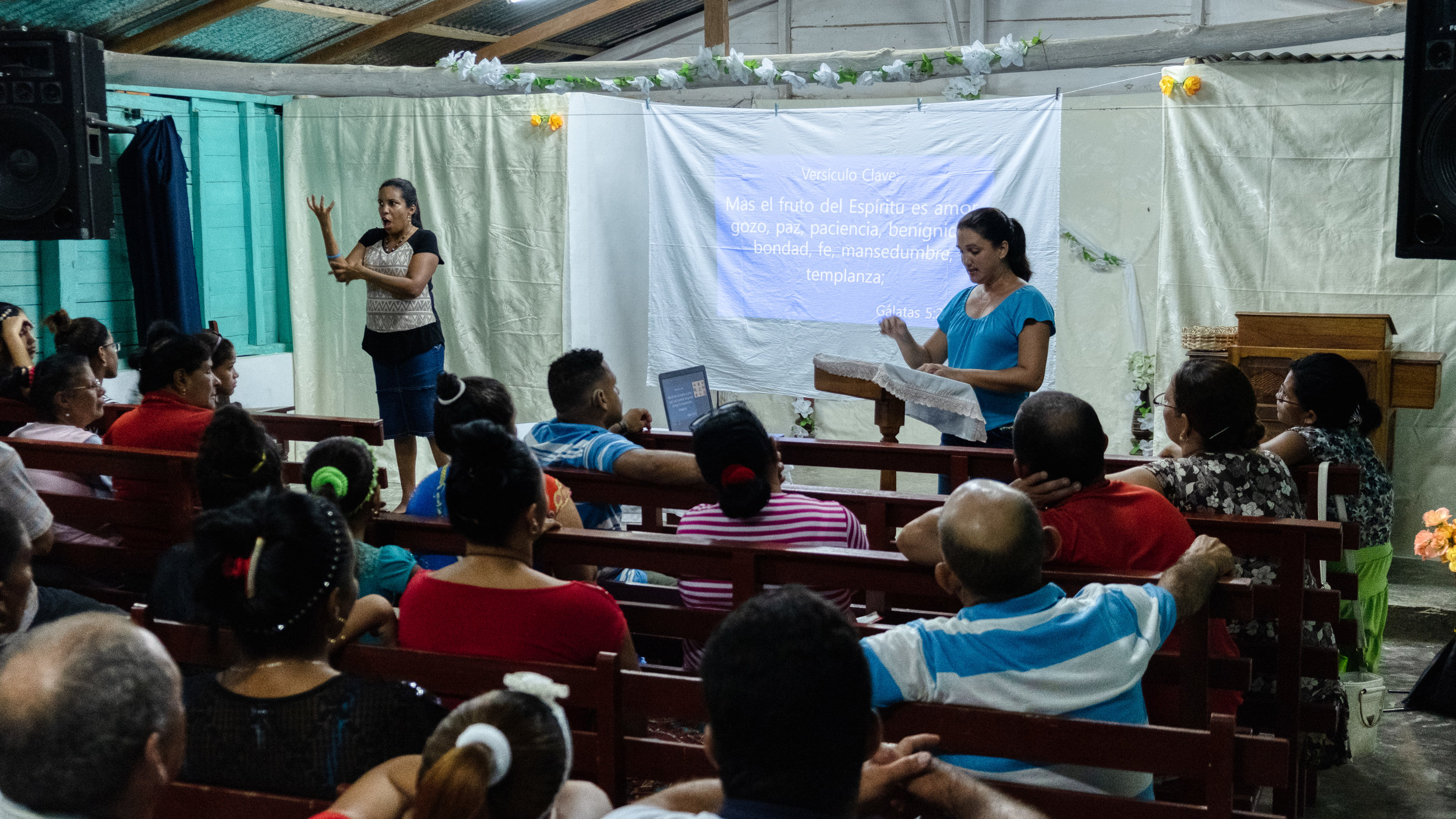 Ocujal is such a small community, that any event at the church even for the deaf is attended by the hearing folks