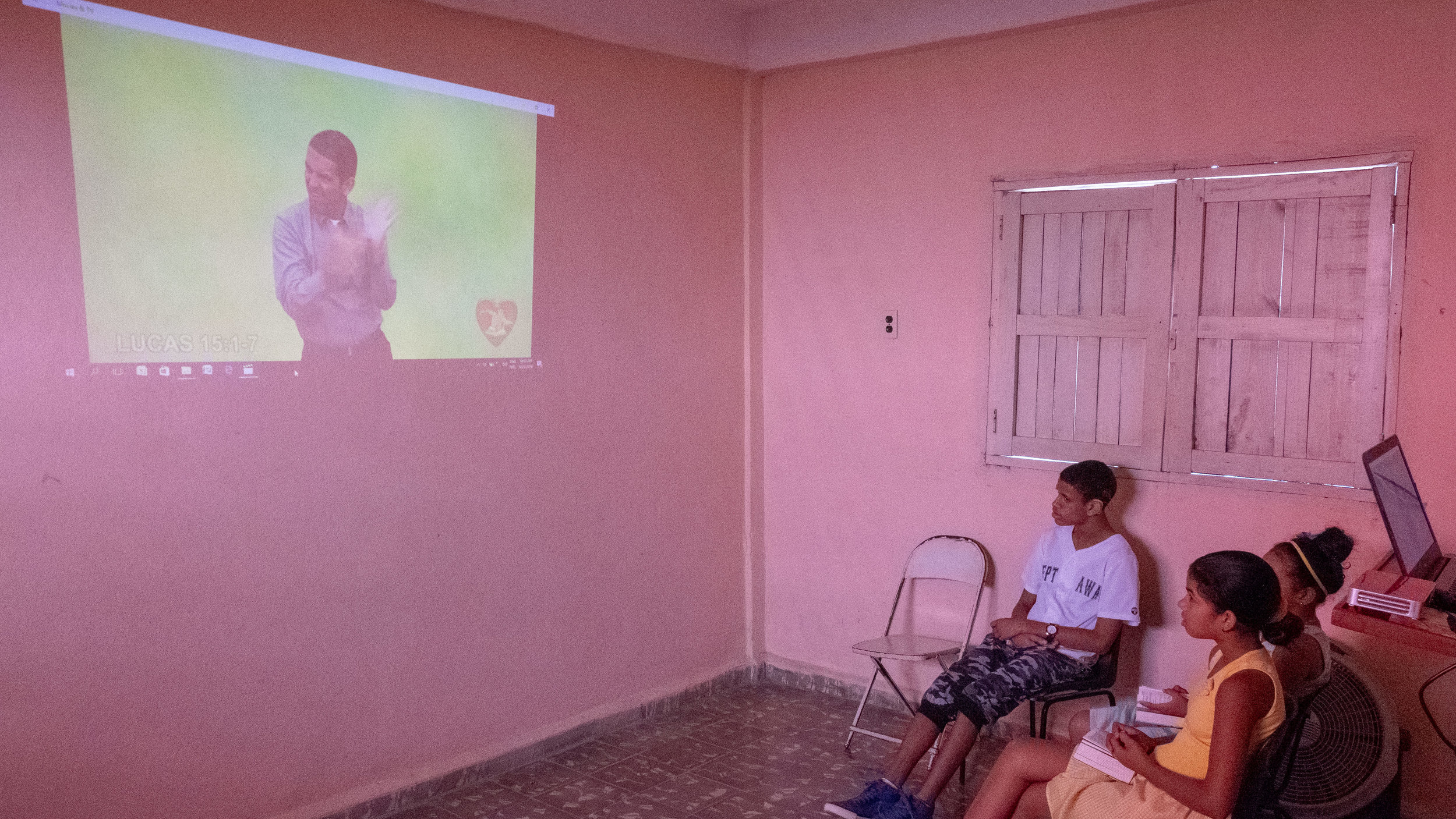 Video of Deaf Cuban Pastor telling the Parable of the Lost Sheep