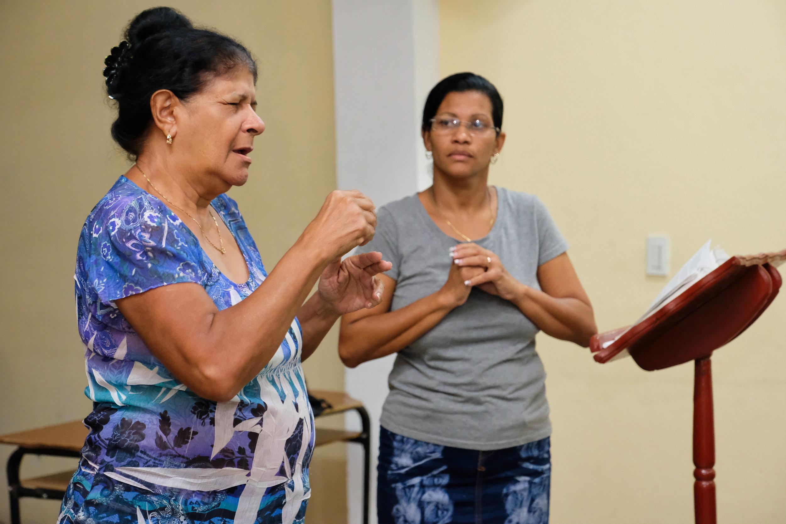 Mariela (grey shirt) leads deaf prayer session- Guantánamo