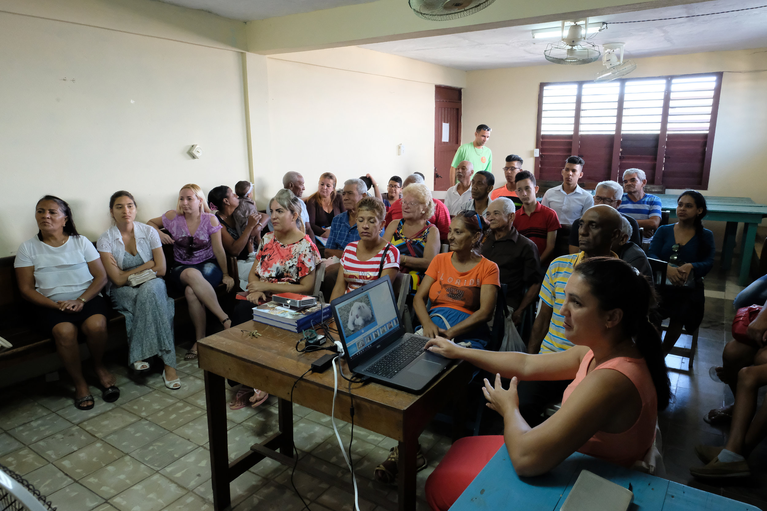 D2S giving presentation to Baracoa Deaf/HH