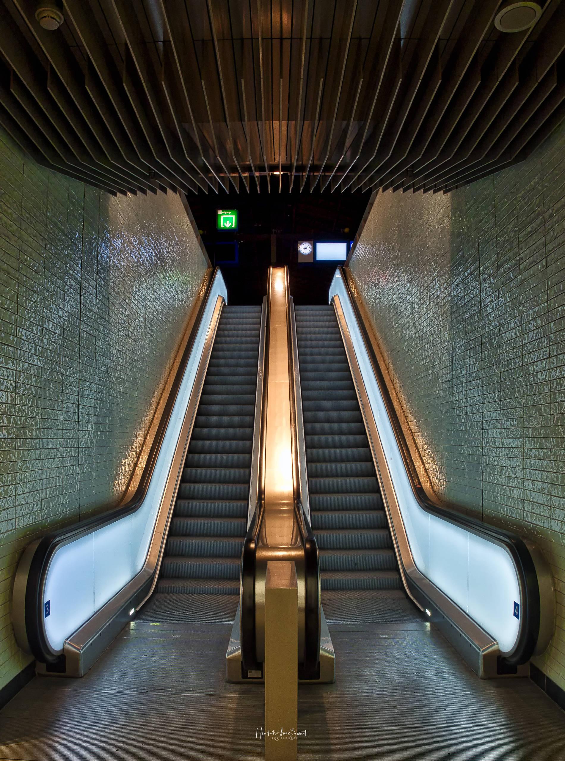 Amsterdam_Escalators_1.jpg