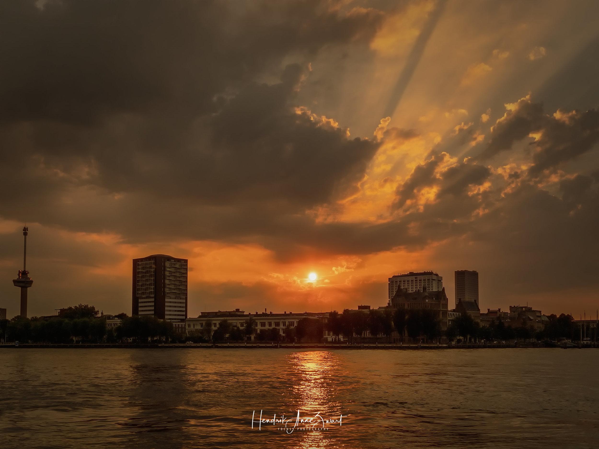 Rotterdam_Maas_Sunset_4.jpg