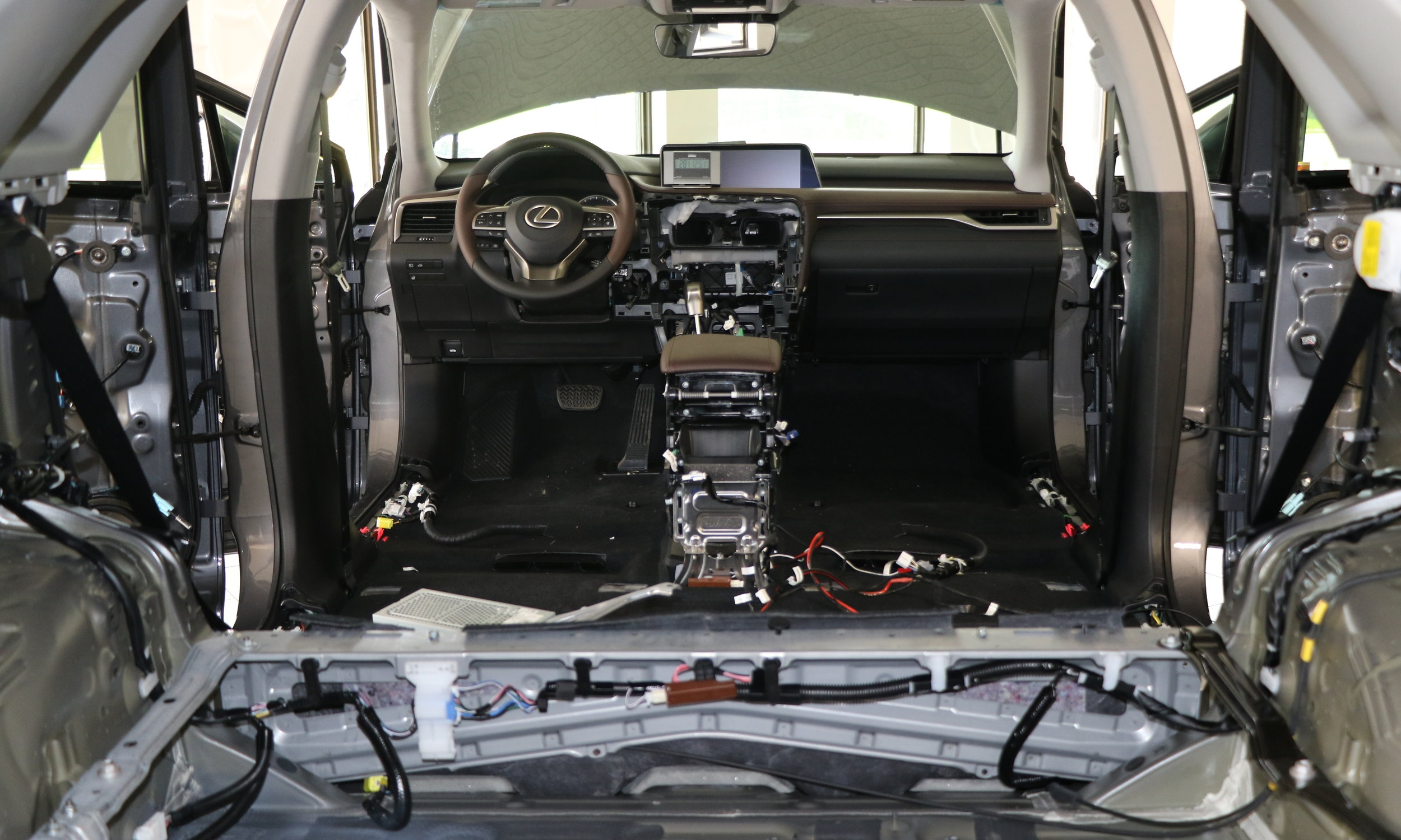 Lexus Interior Disassembly 01