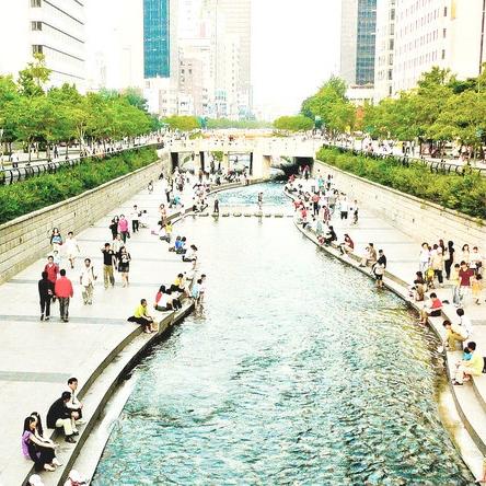 Cheonggye-Stream-Kimmo-Räisänen.jpg