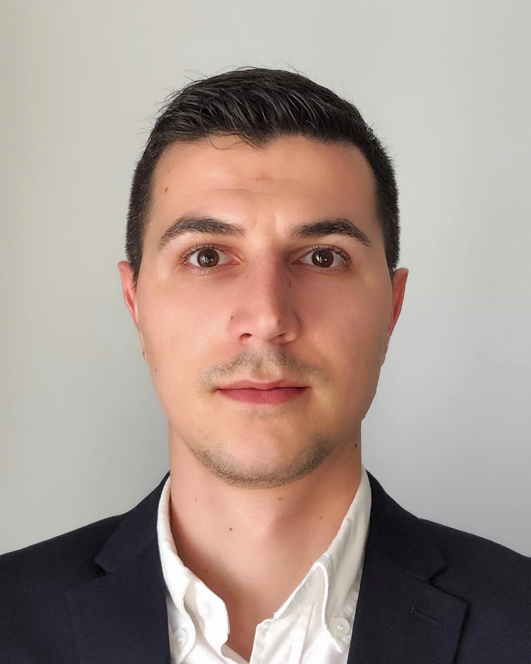 Alexandru Marius Casota Group Financial Controller ➤ Lisbon, Portugal ☎ +47 466 75 569 / +351 966 490 493 ✉ alexandru@advantek.pt