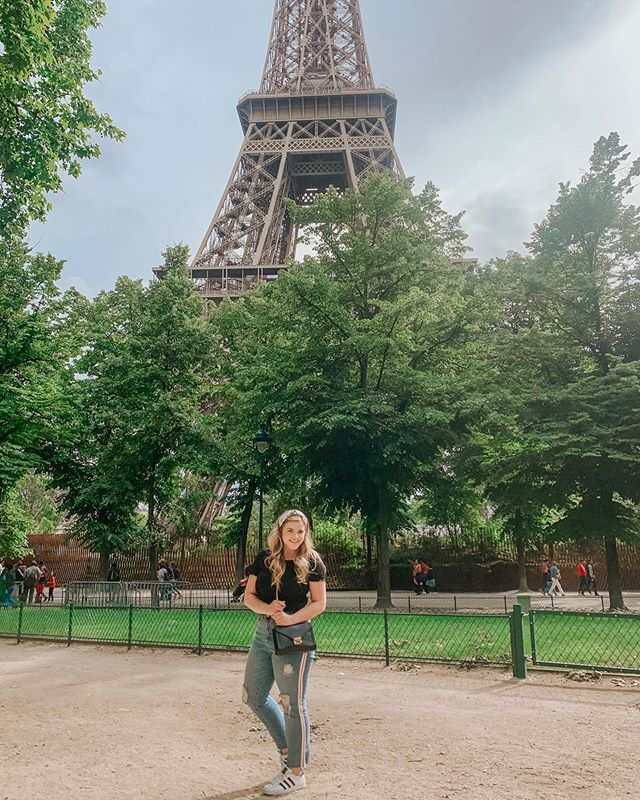 Wrangler, I don't think we're in Paris, Texas anymore! 🇫🇷 • • •  I'm so excited to say I've joined @liketoknow.it  and you can now Shop my daily looks by downloading and following me on the LIKEtoKNOW.it app!  http://liketk.it/2CtH4 #liketkit #LTKcurves #LTKeurope #LTKitbag #LTKtravel
