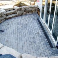 Boothbay Harbor stonewall and patio