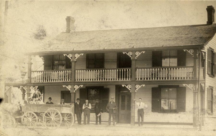 Kingston-Road-and-Woodbine-Anenue-in-1900-e1520954794682.jpg
