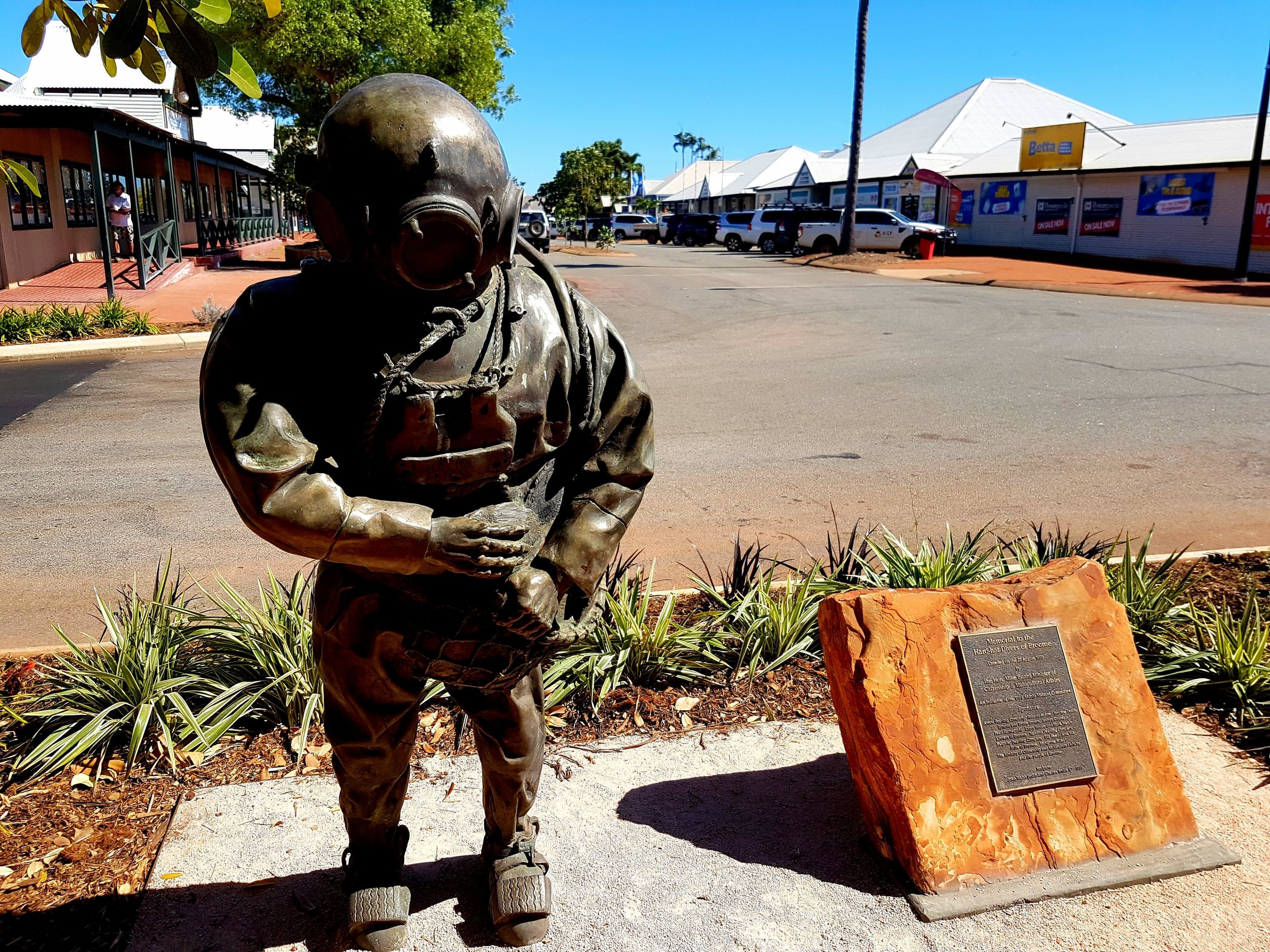 A bronze statue in Broome CBD, a reminder of the town's pearling history