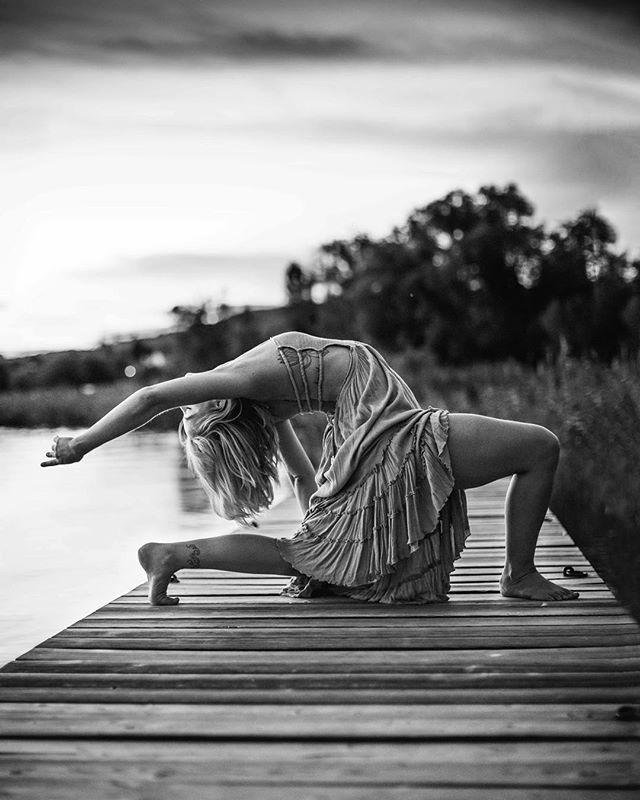 Between Dance and Yoga✨ #anjaneyasana with @sonnentanzyoga_zh 🥰 • • • #yoga #yogaphotographer #yogafotograf #yogaphotography #yogafotografie #yogaflow #yogastudio #yogalifestyle #yogini #yogapose #photography #vinayasaflow  #fotografzürich #photographerzurich #fotografschweiz #yogazürich #yogaschweiz #yogalehrer #yogateacher #yogainswitzerland #yogainzurich