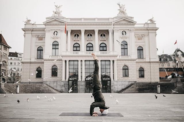 So much fun today with Simon @athleticflow.ch 🙏🏽 #sirsasana #tripodheadstand • #yoga #yogaphotographer #yogafotograf #yogaphotography #yogafotografie #yogaflow #yogastudio #yogalifestyle #yogini #yogapose #photography #vinayasaflow  #fotografzürich #photographerzurich #fotografschweiz #yogazürich #yogaschweiz #yogalehrer #yogateacher #yogainswitzerland #yogainzurich