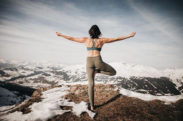 #vriksasana #treepose • #yoga #yogaphotographer #yogafotograf #yogaphotography #yogafotografie #yogaflow #yogastudio #yogalifestyle #yogini #yogapose #photography #vinayasaflow  #fotografzürich #photographerzurich #fotografschweiz #yogazürich #yogaschweiz #yogalehrer #yogateacher #yogainswitzerland #yogainzurich #yogaingraubünden