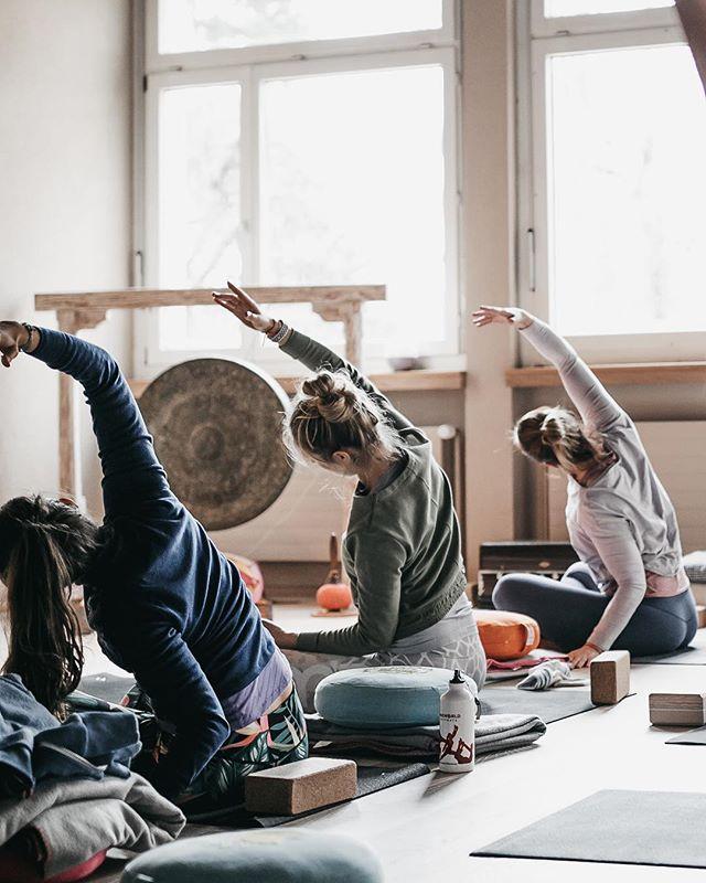 Athletic Flow Yoga Teacher Training with Nora @yoga_nora  @athleticflow.ch 💛 at @yogaelementszurichsee 🙏🏽 • • #yoga #yogaphotographer #yogafotograf #yogaphotography #yogafotografie #yogaflow #yogastudio #yogalifestyle #yogini #yogapose #photography #vinayasaflow  #fotografzürich #photographerzurich #fotografschweiz #yogazürich #yogaschweiz #yogalehrer #yogateacher #yogainswitzerland #yogainzurich #yogaausbildungzürich #yogateachertrainingzurich #yogateachertrainingswitzerland #athleticflow #athleticflowfamily #athleticflowteachertraining