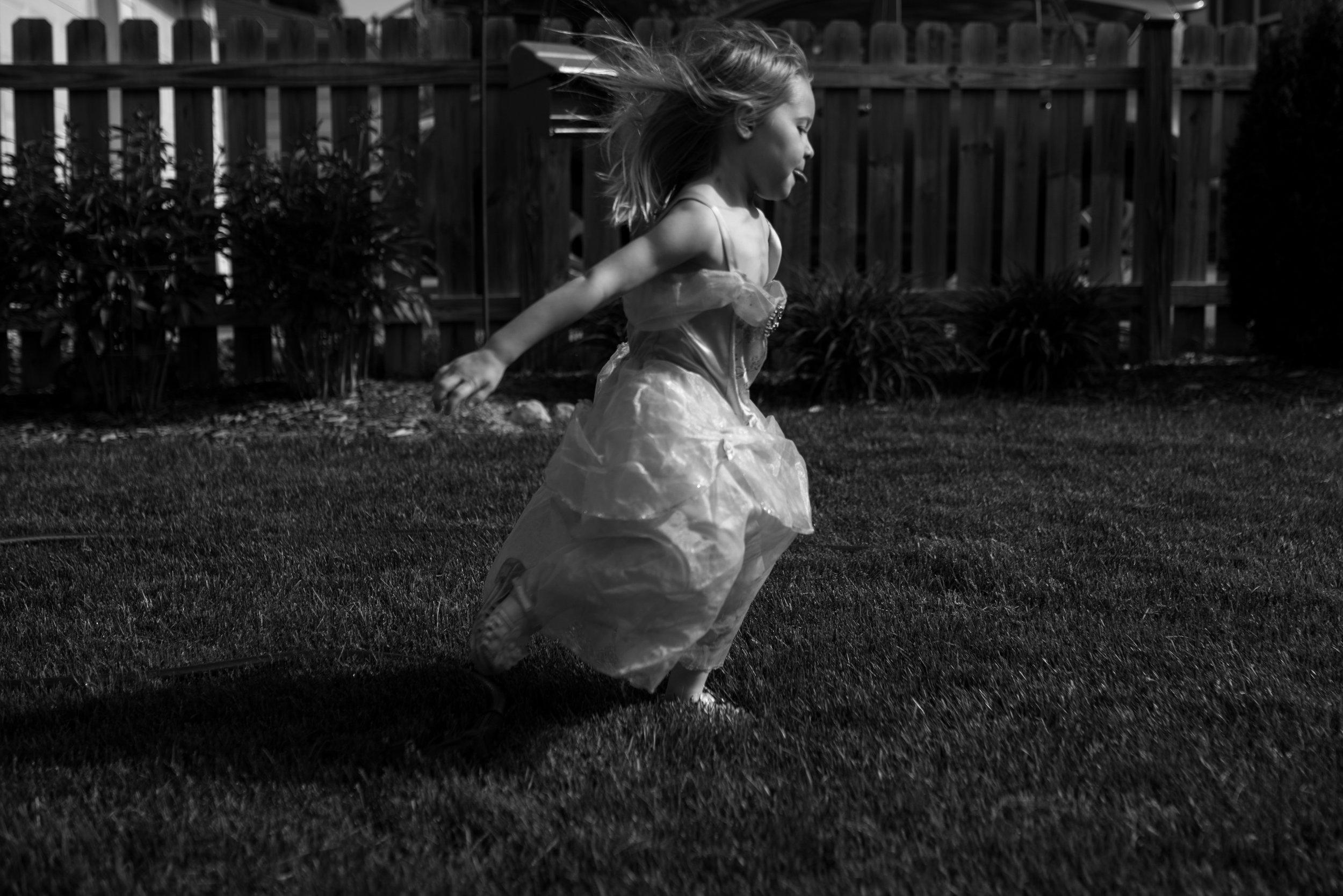 Kari Gierach Photography, Milwaukee Wisconsin documentary family photographer, Wauwatosa candid family photo, summer, girl running in  backyard-1.jpg