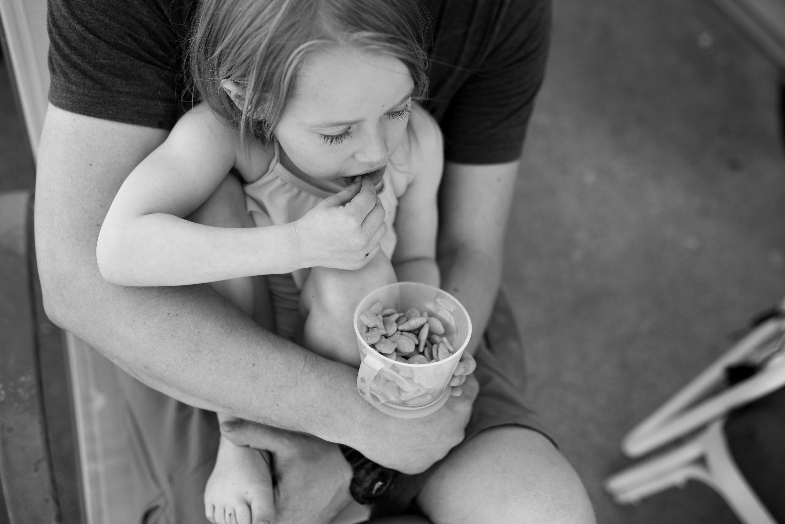 Kari Gierach Photography, Milwaukee Wisconsin documentary family photographer, Wauwatosa candid family photo, dad and daughter snuggle-1.jpg