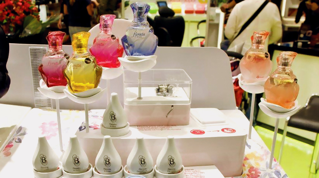 """In the front side of the """"perfume bar"""", the four main fragrance has special displays that tells the perfume story and promotes experimentation."""