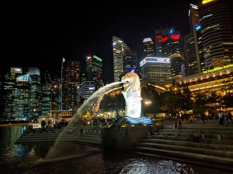 Το  άγαλμα Merlion στον οδηγό μας για 48 ώρες στη Σιγκαπούρη
