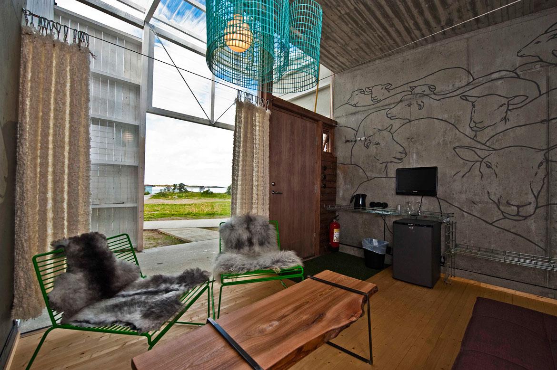 Ξεχωριστή αρχιτεκτονική με τσιμέντο και γυαλί