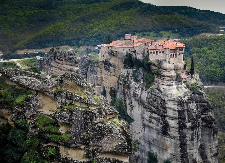 Meteora: the ideal October getaway in Greece