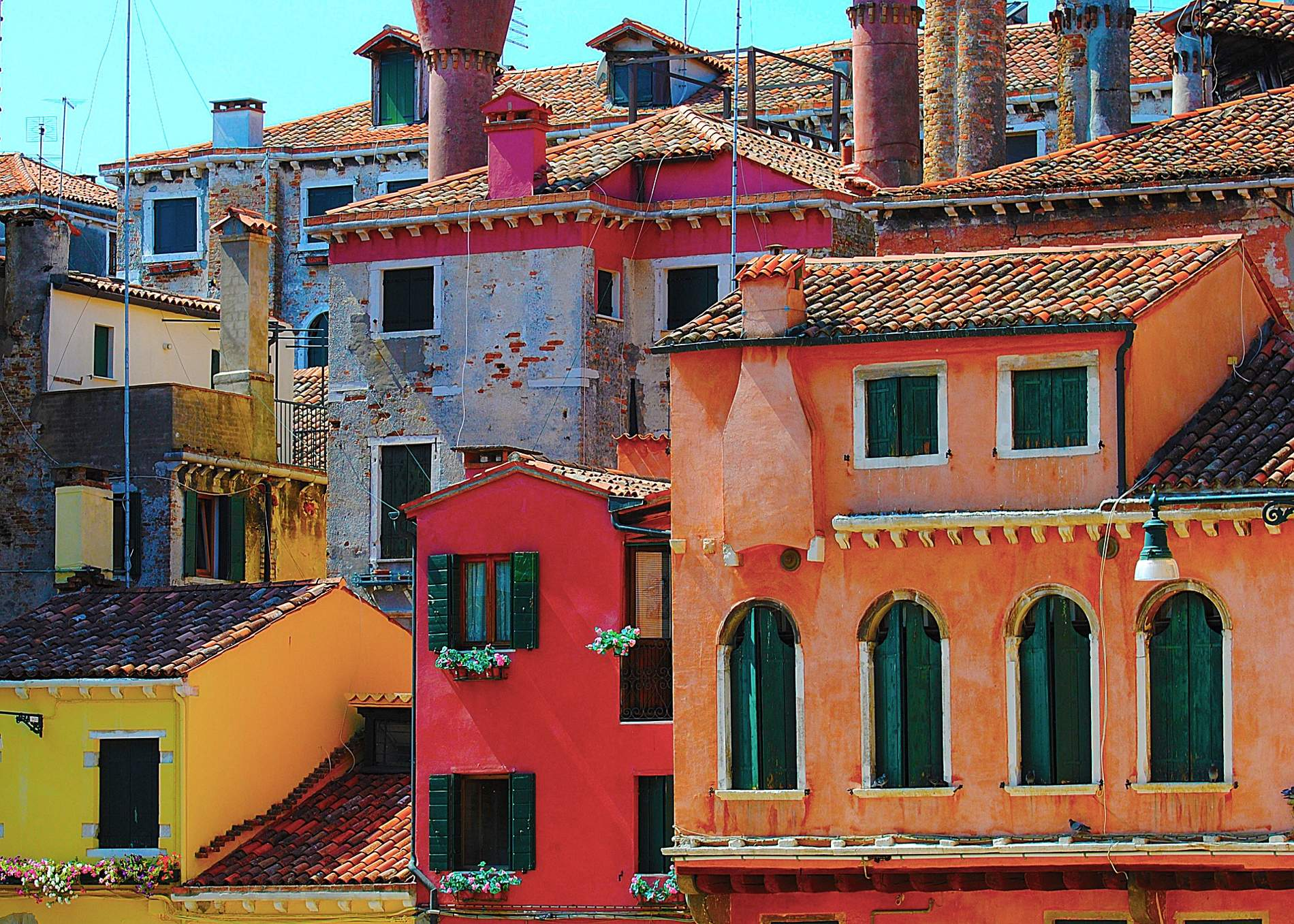 Colorful house in mesmerizing Venice. Source: Pixabay