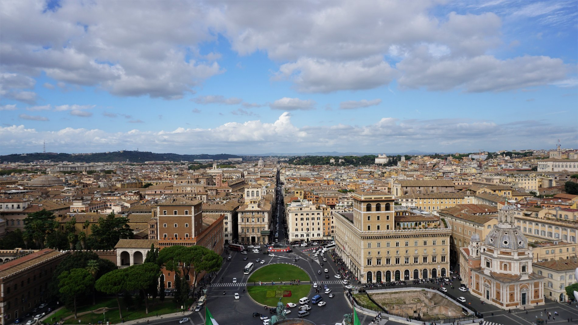 Stunning view of Rome from the top of 'Il Vittoriano' building. Source: Truevoyagers