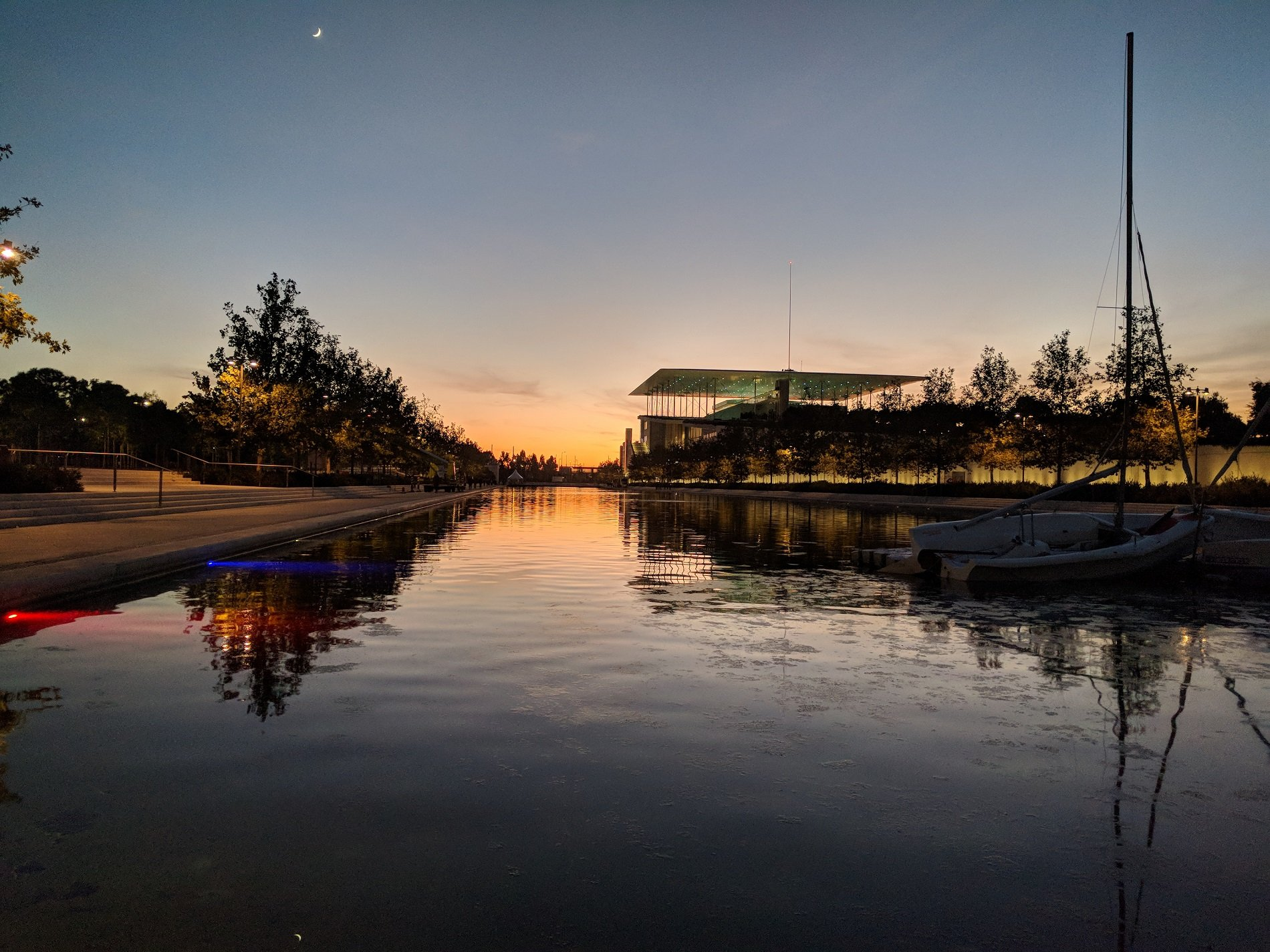 Walk along SNFCC's esplanade and enjoy the beautiful Athenian sunset. Source: Truevoyagers