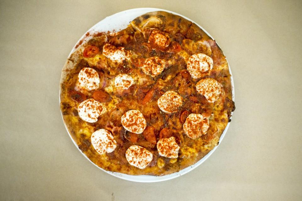 PPO with yogurt and paprika pizza in  Colibri , Athens. Source:  Popaganda