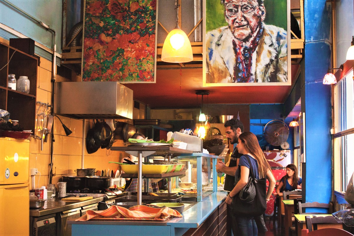 Kimatothrafstis  in Exarcheia operates a buffet with lots of tasty dishes. Source: Greka