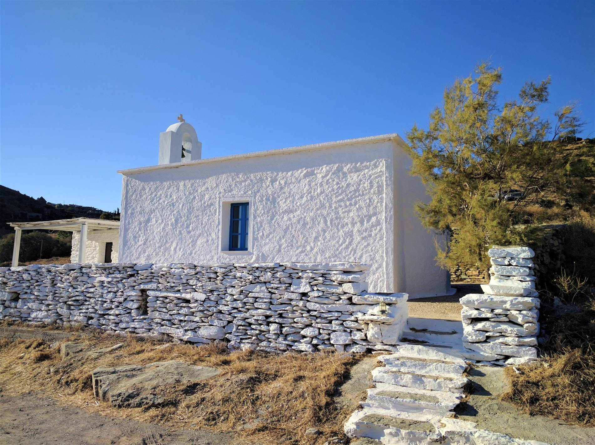A traditional white-washed Greek church in Kea island, just one hour away from Athens. Source: Truevoyagers