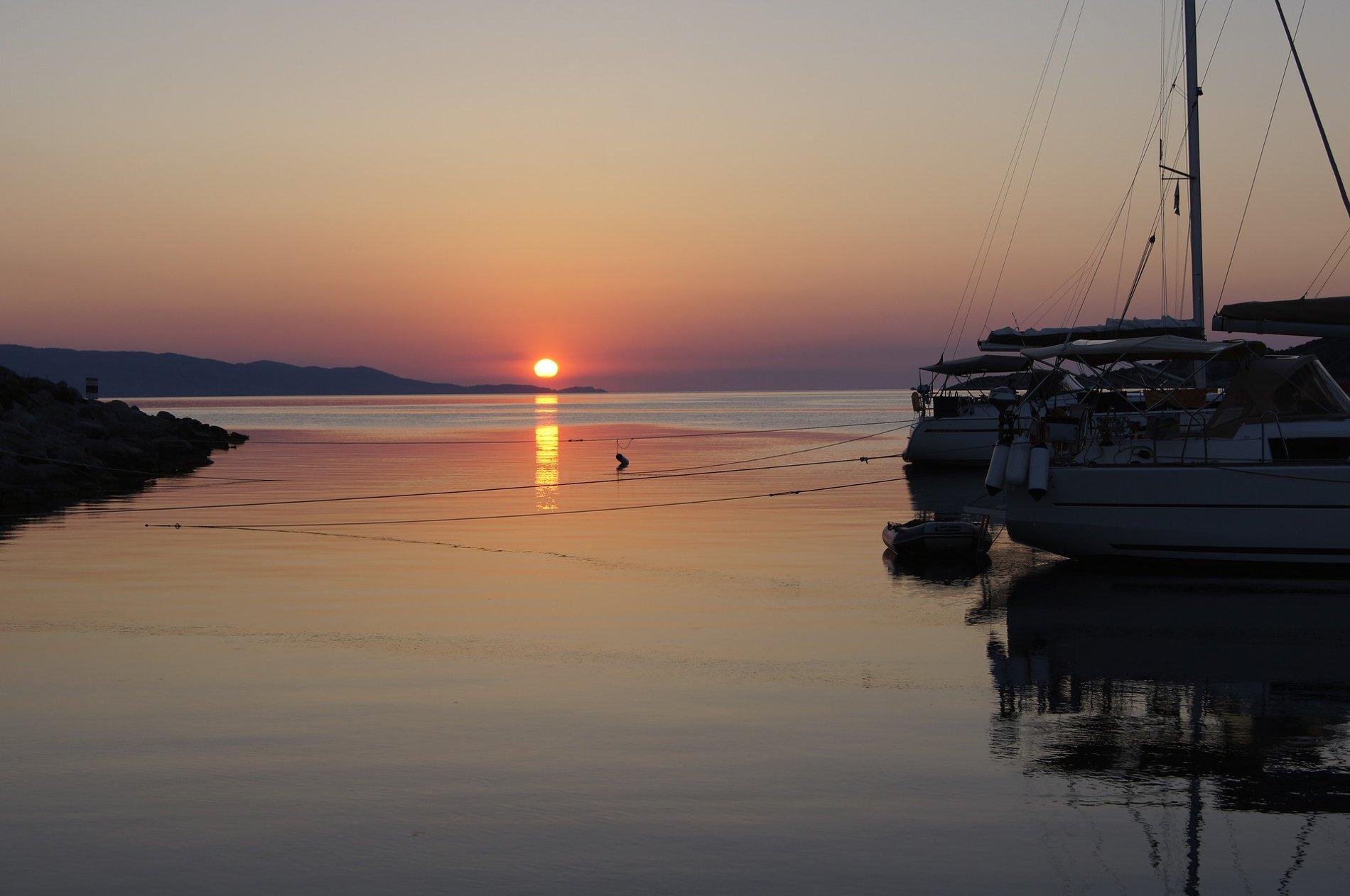Mesmerizing sunset in Spetses island, Greece. Source: Pixabay