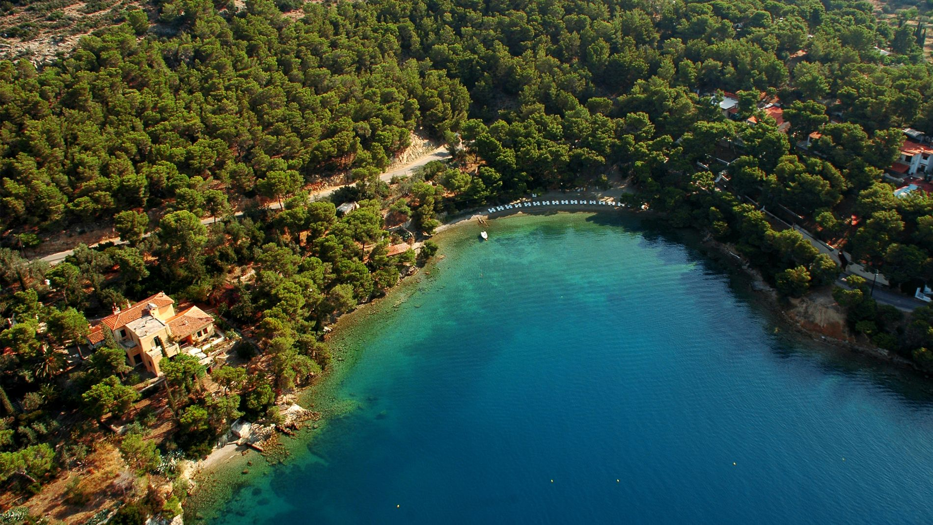 Limanaki tis Agapis beach from above in Poros island, Greece. Source: Top Greek Islands