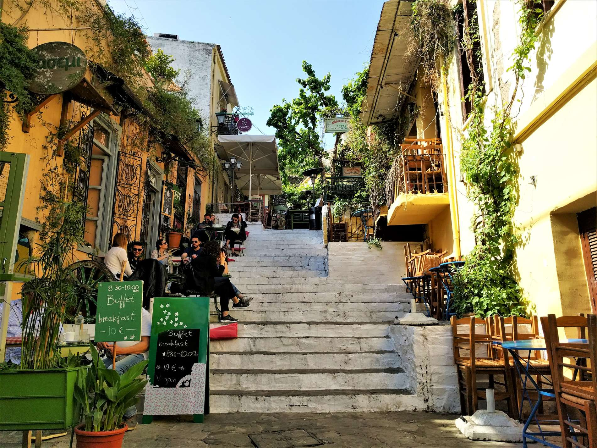 How to spend a day and what to do in Plaka neighborhood in Athens by Truevoyagers. Here, in front of the famous cafe  Yiasemi  ( Γιασεμί) .