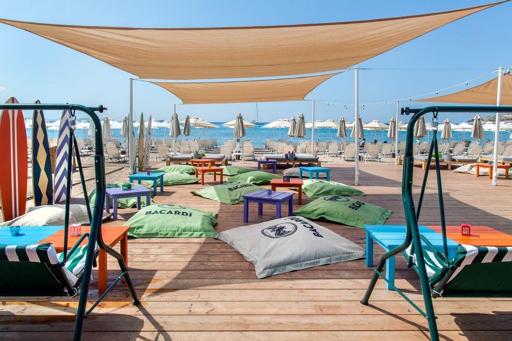 'Holy spirit' cocktail bar is the best place to enjoy your cocktail in Yabanaki beach. Source: varkizaresort.gr