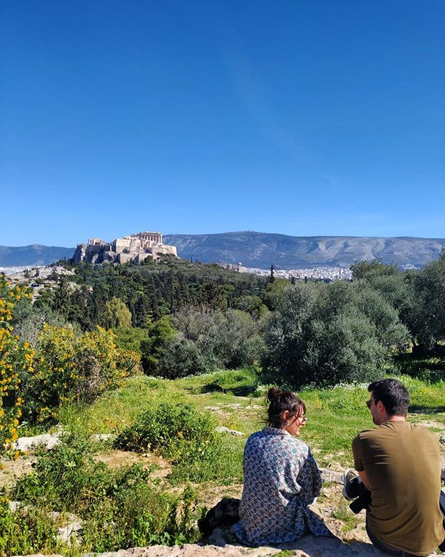 What's better than chit-chatting with a friend on a sunny day while having this amazing Acropolis view? #hellospring #trueathens #Instagramphototour 🔸 🔹 🔸 🔹 #Athens #acropolis #acropolisview #pnyx #phototour #athenstours #myathens #visitgreece #ig_greece #ig_europe #thisisathens #living_europe #topeuropephoto #wu_europe #traveleroftheweek #traveldiaries #travelblogger #ig_color #skyporn #truevoyagers #naturelovers #natureshots #greece