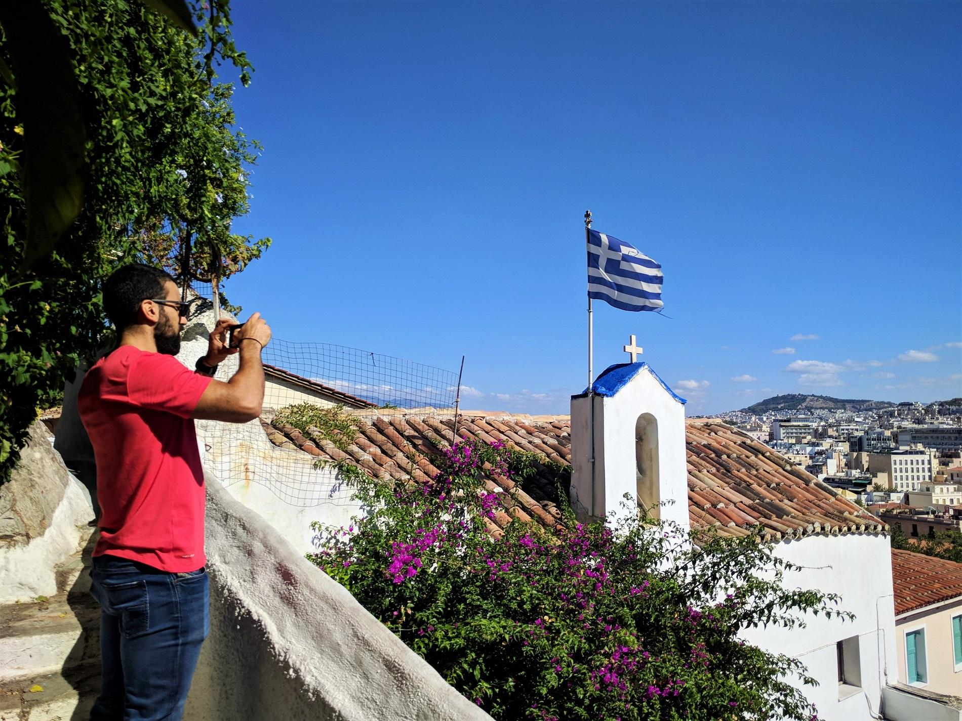 If you enjoy photography, you can admire Plaka's quaint houses, graffities and picturesque scenery in our  Athens Instagram Photo tour !