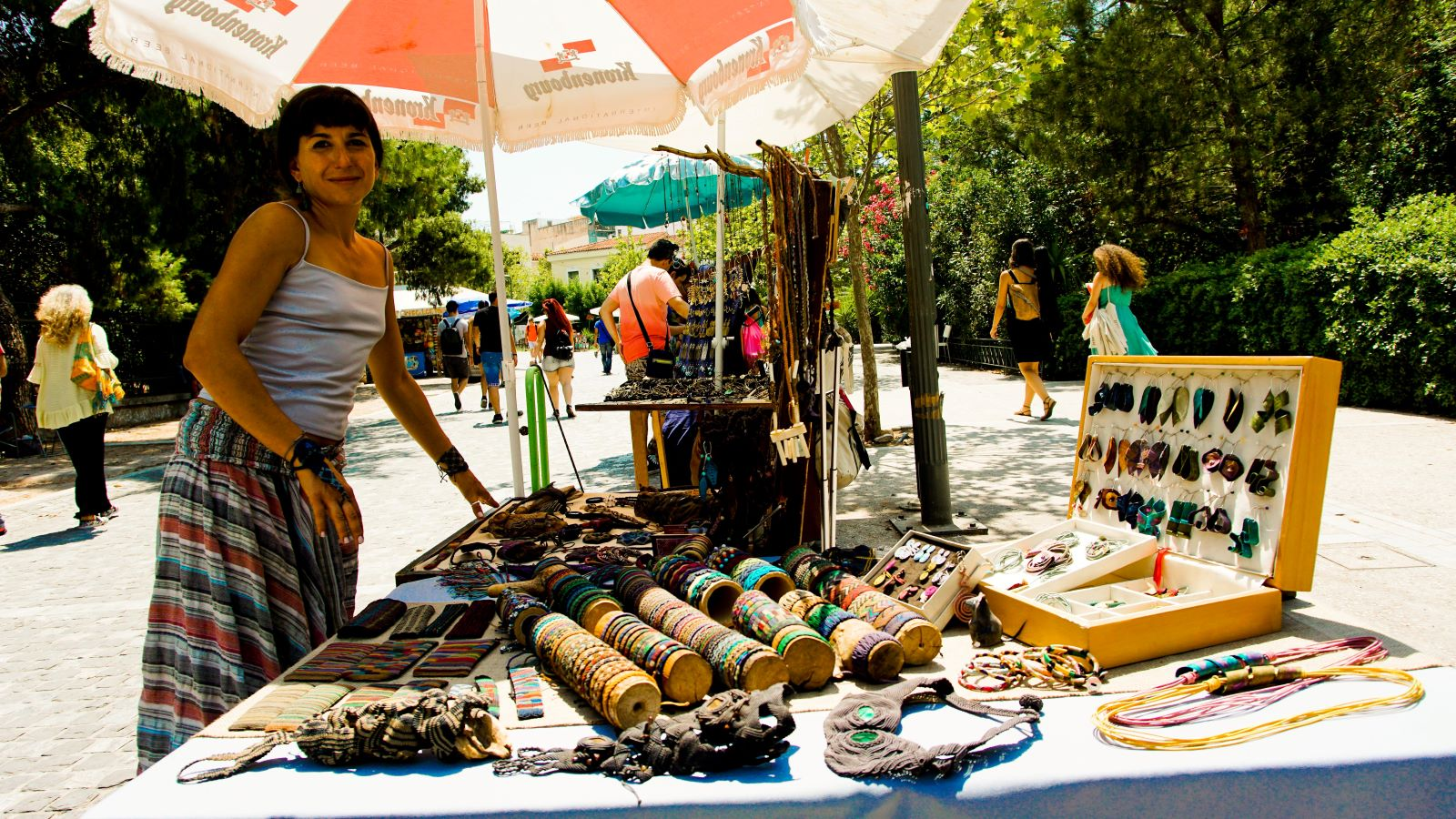Buy souvenirs for your loved ones back home from the street vendors in Athens' Thisseio neighborhood. Source: cnn.gr